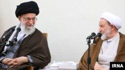 آیت الله خامنه ای رای نیاوردن محمد یزدی و محمدتقی مصباح را یک خسارت دانست.