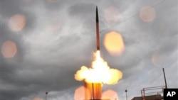 지난 2008년 5월 미국의 미사일 방어체계 '사드(THAAD)' 시험 발사 장면. (자료사진)