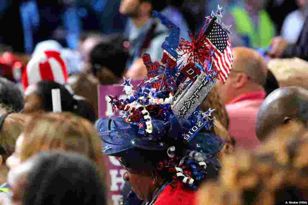 A convention attendee sports a unique hat at the Democratic National Convention in Philadelphia, July 25, 2016. (A. Shaker/VOA)