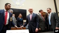 美国司法部长塞申斯抵达众议院司法委员会听证会会场(2017年11月14日)