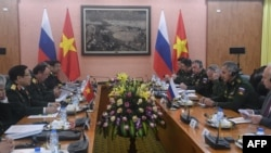 FILE - Vietnamese Defense Minister Ngo Xuan Lich (2nd L) talks to his Russian counterpart Sergei Shoigu (2nd R) during their meeting at the Ministry of Defense in Hanoi, Vietnam, Jan. 23, 2018.