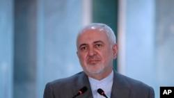 Ngoại trưởng Iran Mohammad Javad Zarif tại một họp báo khi thăm Baghdad, Iraq, 19/7/2020. (AP Photo/Hadi Mizban)