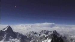 尼泊爾珠穆朗瑪峰發生雪崩至少九人遇難