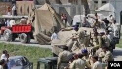 Vojnici Pakistana u mjestu Abot Abad, gdje je ubijen Bin Laden. Njegova pogibija takodjer je negativno utjecala na fondove al Qaide.