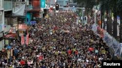 7月1日是香港主權回歸中國的紀念日,抗議者因不滿政府無視抗爭訴求,圍堵了政府總部和立法會。