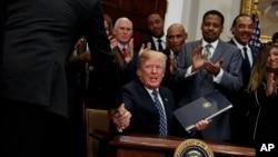 El presidente Donald Trump durante la ceremonia en que decretó el 15 de enero de 2018 como el Día de Martin Luther King Jr.