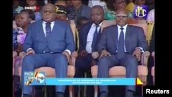 Le président sortant de la République démocratique du Congo, Joseph Kabila, aux côtés de son successeur, Felix Tshisekedi, au Palais de la Nation à Kinshasa, en République démocratique du Congo. 24 janvier 2019.