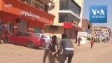 Des manifestants anti-coup d'État bloquent les rues de Khartoum