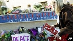 Ulaz u područni ured kongresnice Gabrielle Giffords u Tucsonu