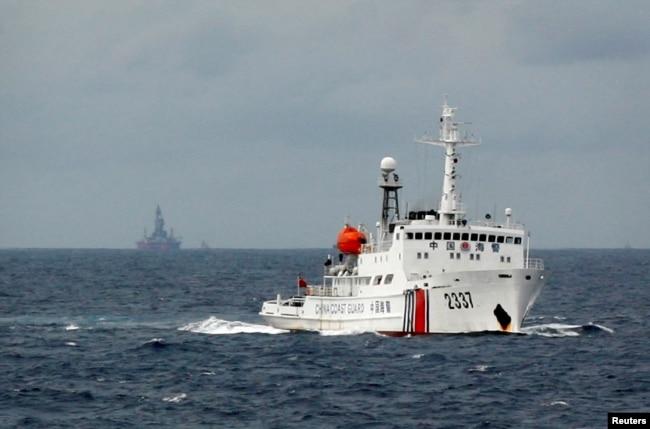 بحیرہ جنوبی چین میں چینی نیوی کی ایک کشتی گشت کر رہی ہے۔