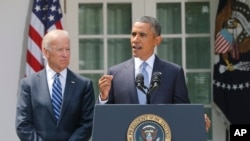 美国总统奥巴马8月31日在白宫玫瑰园发表讲话,拜登副总统在旁边
