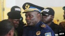 Le général John Numbi, ancien chef de la police congolaise lors du procès sur l'assassinat du défenseur des droits de l'homme Floribert Chebeya, Kinshasa, 27 janvier 2010.
