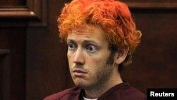 Vẻ mặt vô cảm của James Holmes lúc ra tòa lần đầu tiên, ngày 23/7/2012