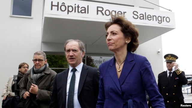 French Social Affairs and Health Minister Marisol Touraine (front) leaves Roger Salengro hospital where the patient with confirmed case of the SARS-like coronavirus is being treated, in Lille, France, May 11, 2013.