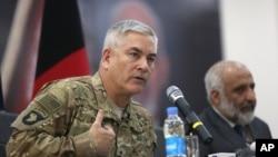 Командующий международным контингентом генерал Джон Кэмпбелл