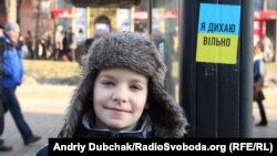 "A Ukraine boy near the sign ""I breathe freely"", Khreschatik, Kyiv."
