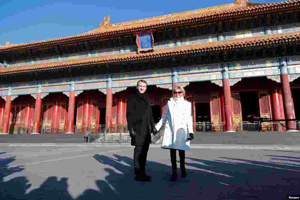 2018年1月9日,北京紫禁城迎来法国总统马克龙和夫人布丽吉特·马克龙,他们在故宫太和殿前合影。