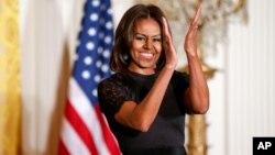 """Michelle Obama piensa involucrar al Cuerpo de Paz para promover el probrama """"Dejemos a las niñas que aprendan""""."""