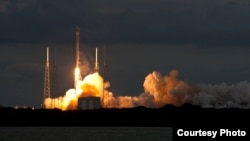 Liftoff of the Falcon 9 rocket carrying the THAICOM 6 satellite to geosynchronous transfer orbit, Jan. 6, 2014. (SpaceX photo)A