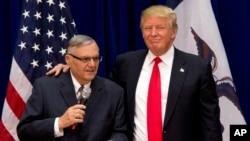 Kontroverzni šerif iz Arizone Džo Arpajo i tada predsednički kandidat Donald Tramp (arhivski snimak iz 2016.).