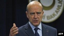 Ngoại trưởng Pháp Alain Juppe nói lời kêu gọi rút hoàn toàn binh sĩ Pháp vào cuối năm 2012 chưa được suy xét thấu đáo