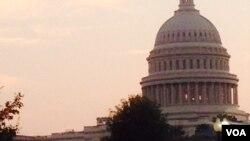 Photo du Capitol Hill prise au sixième jour de la fermeture partielle gouvernement américain, dimanche 6 Octobre, 2013 (Diaa Bekheet / VOA).