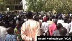 Grogne des travailleurs du secteur public au Tchad, le 12 janvier 2021. (VOA/André Kodmajingar)