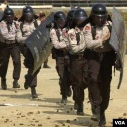 Laporan Komnas HAM menyatakan, polisi merupakan pelanggar HAM tertinggi pada tahun 2011.