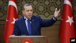 Tổng thống Thổ Nhĩ Kỳ Recep Tayyip Erdogan. Thổ Nhĩ Kỳ nói đã đạt tiến bộ với các nhà ngoại giao Israel về một thỏa thuận để bình thường hóa bang giao.