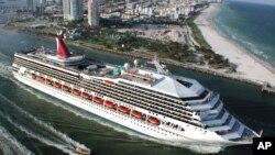 Salah satu kapal pesiar Carnival saat berangkat menuju Karibia dari Miami, AS (foto: dok).