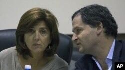 La ministra de Relaciones Exteriores colombiana, María Angela Holguín, dijo a periodistas que su país espera cumplir el plazo para concluir las conversaciones de paz.