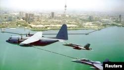 Indege za gisirikare c'Amerika mu kirere ca Koweit, ukwezi kwa cumi na kabiri, 2000.