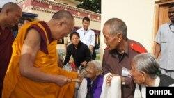 Ðức Ðạt Lai Lạt Ma, nhà lãnh đạo tinh thần của người Tây Tạng.