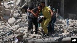 En el ataque se lanzaron dos barriles cargados de explosivos desde helicópteros del régimen sirio.