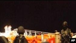 Sob prisao. Um pirata somali preso no alto mar