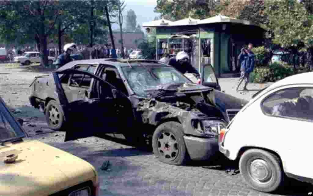 На 3 октомври 1995 година беше извршен обид за атентат врз претседателот Глигоров. Загина неговиот возач, член на обезбедувањето и ранети беа тројца случајни минувачи.