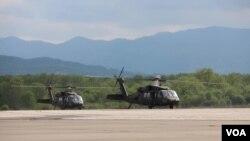 Američki helikopteri u na aerodromu Dubrava kod Tuzle, 17. maj 2021.