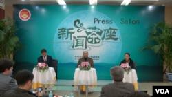 全国记协举行中外记者茶座会,就自焚、外媒记者进藏等问题展开讨论(美国之音东方拍摄)