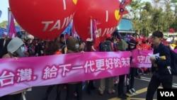 民調落後的國民黨造勢遊行(美國之音蕭洵拍攝)