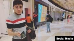 Mehman Hüseynov Bakı Hava limanında (Foto Hüseynovun Facebook səhifəsindən götürülüb)