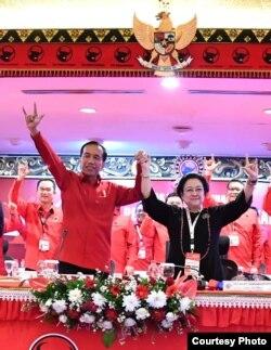 Ketua Umum PDI Perjuangan Megawati Soekarnoputri mengumumkan penetapan Joko Widodo sebagai calon presiden 2019-2024 di Rakernas PDI P Bali Jumat 23 Februari 2018. (Foto courtesy: Biro Pers Istana)