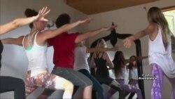 12-річна дівчинка стала інструктором з йоги