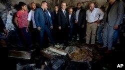 Palestinski premijer Rami Hamdalah na mestu požara u kući u selu Duma