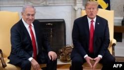 美国总统特朗普和以色列总理内塔尼亚胡在华盛顿白宫椭圆形办公室举行会谈。(2019年3月25日)