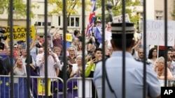 Pristalice ostanka Britanije u EU demonstrirale su tokom sastanka britanskog i luksemburškog premijera Borisa Džonsona i Gzavijea Betela, 16. septembra 2019.