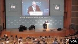딕 체니 미국 전 부통령이 24일 미국 워싱턴 DC에서 열린 아산정책연구원 주최 '워싱턴포럼'에서 연설하고 있다.