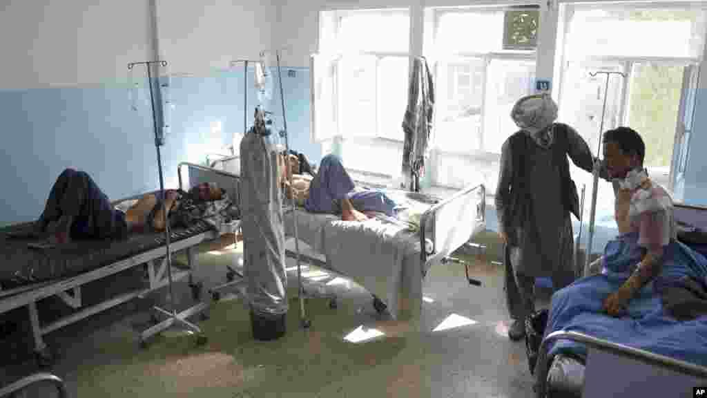 زخمیان جنگ غزنی در شفاخانه
