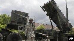 NATO menyetujui permintaan Turki untuk menggelar pertahanan anti misil 'Patriot' di perbatasan Turki-Suriah (foto: dok).