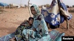 지난해 5월 모리타니아 남부지역의 난민 캠프으로 피신한 말리 난민. (자료사진)