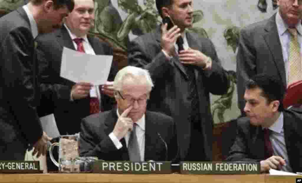 7일 열린 유엔 안전보장이사회 전체회의에서, 의장국인 러시아의 비탈리 추르킨 유엔주재 대사(가운데)가 회의를 주재하고 있다. 안보리는 북한의 3차 핵실험을 규탄하고 추가 제재를 가하는 새 결의를 만장일치로 채택했다.